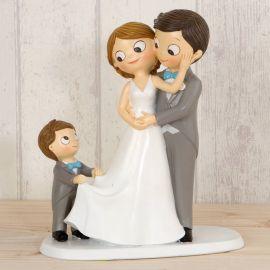 Figura pastel  novios con niño