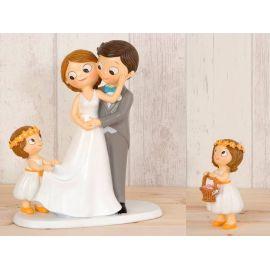 Figura novios tarta, 1 niña llevando la cola de novia y 1 niña con cesta pétalos