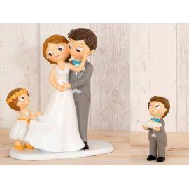 Figura novios tarta con niña llevando la cola de novia y niña con cesta de pétalos