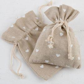Empaquetado saquito beige con corazones blancos . Pack 48 unidades bolsa algodón (0,90 euros)