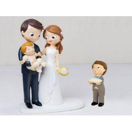 Figura novios tarta bebé a brazos y niño cojín alianzas con pajarita