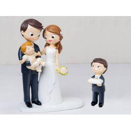 Figura novios tarta bebé a brazos y niño con cojín alianzas
