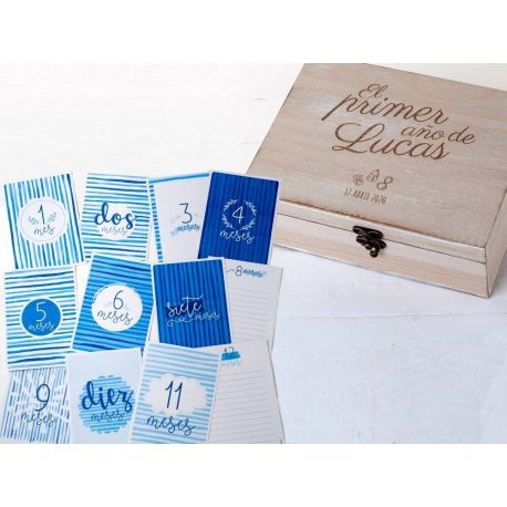 """Pack de cofre madera y 12 tarjetones para recuerdos """"1 año Bebé"""" Azul"""