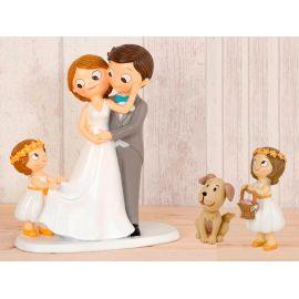 "Figura novios tarta con niña llevando la cola de novia, niña cesta de pétalos y mascota ""Perro"""
